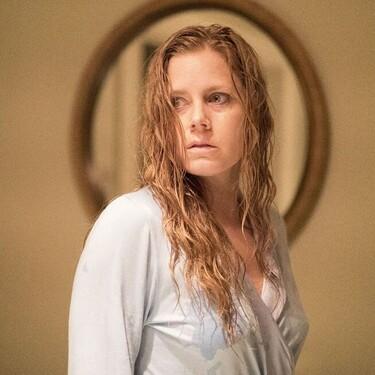 'La mujer en la ventana': la novela superventas se queda a medio gas en su esperada adaptación al cine (pero con una Amy Adams que se sale)