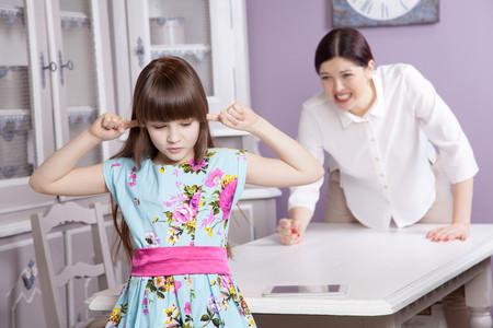 Cinco cosas que se te pueden escapar con facilidad, pero debes evitar decirle a tu hijos