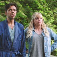 Anna Faris se transforma en Kurt Russell en el tráiler del remake de 'Un mar de líos'