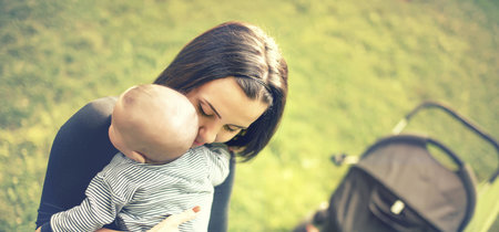 Según la ciencia, abrazar a tu bebé no sólo tiene numerosos beneficios para él, sino también para ti