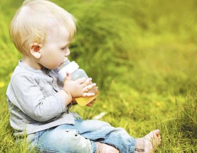 ¿Por qué dar bebidas azucaradas al bebé? Aumentan el riesgo de obesidad