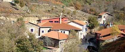 Couso: una aldea rural reconstruida en Galicia