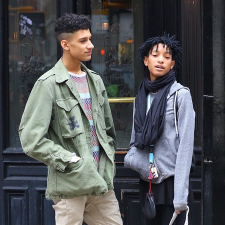 Willow Smith Con Un Amigo