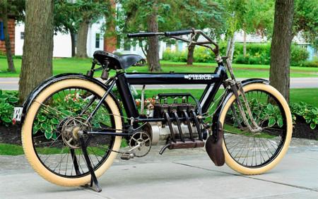 Alguien ha pagado casi 200.000 euros en una subasta por esta Pierce Arrow Four, una moto que no aparenta sus 109 años