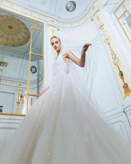 13 vestidos de novia de diseñadores como Jacquemus, Elie Saab y Giambattista Valli que te puedes permitir