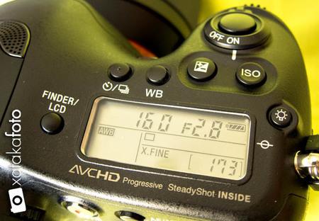 Sony A99 detalle pantalla superior