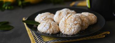 Así de fácil es hacer galletas craqueladas de limón, receta con vídeo incluido