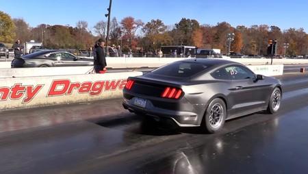 Ford Mustang EcoBoost contra V8, mejor no apuestes en este duelo