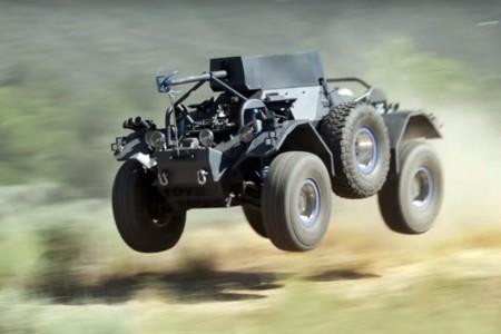 """BJ Baldwin y su """"The Ferret"""" V8 nos demuestran que no todos los vehículos militares son lentos"""