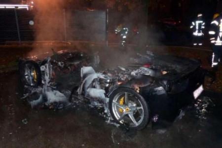 Papá, incendié el Ferrari 458 para que me compres un 488 GTB