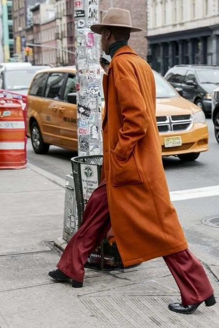 El Mejor Street Style De La Semana El Naranja Se Impone Como El Color De Transicion De Temporada 02