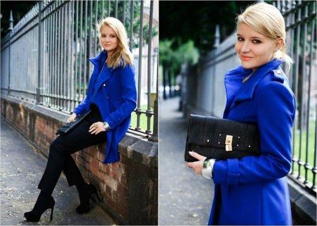 Azul klein abrigo Moda en la calle