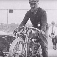 Con gorros de lana y a 150 km/h: así corrían los pilotos de motos hace 100 años