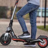 Aprilia ha sacado un modelo eléctrico, pero no, no es la moto eléctrica que esperábamos sino un patinete por 660 euros