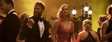 """Los sofisticados looks de Charlize Theron en la película """"Casi Imposible"""": en el cine también demuestra que es una musa de estilo"""