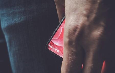 Andy Rubin, creador de Android, nos presenta la primera imagen de 'Essential', un smartphone de marcos mínimos