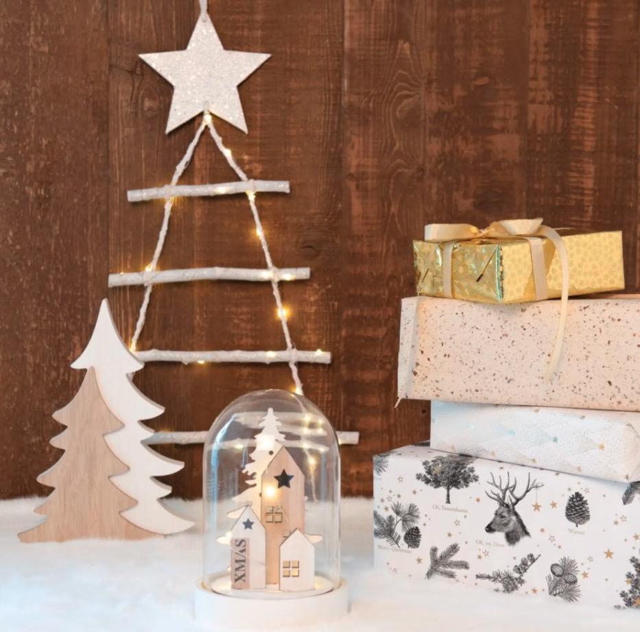 Campana de Navidad con decoración luminosa