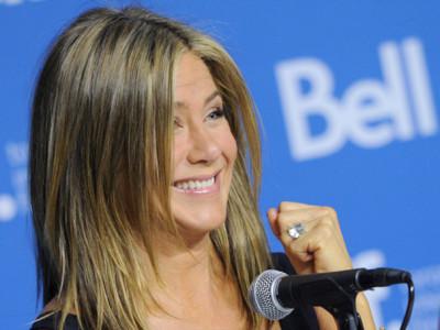 Jennifer Aniston es fiel al negro (entre rumores de embarazo)