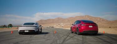 El Porsche Taycan más barato se estrena en una carrera de aceleración contra un Tesla Model Y... y acaba humillado