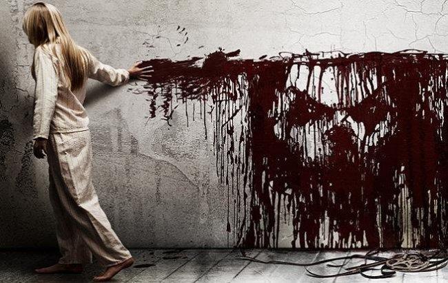 Imagen con el cartel de la película 'Sinister'