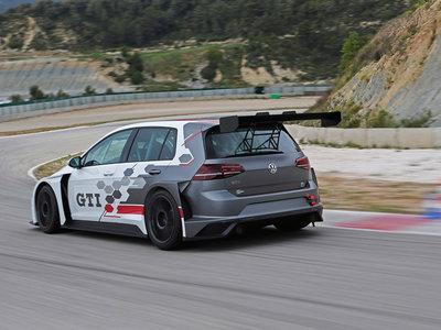 Si acudes al GTI Day podrás dar un paseo a bordo del Golf GTI TCR de 350 hp