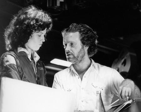 Sigourney Weaver y Ridley Scott en el rodaje de la original Alien