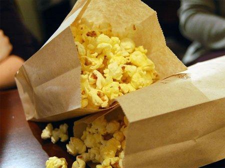 Un ingrediente de las palomitas con sabor a mantequilla podría causar alzhéimer