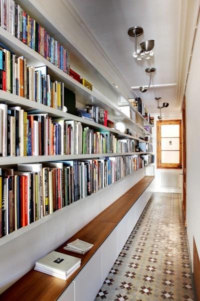 biblioteca en el pasillo