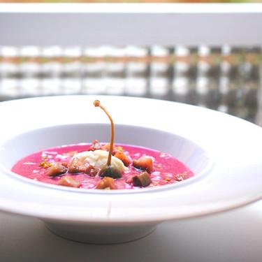 Sopa fría de remolacha con arenque en salazón: receta de inspiración escandinava