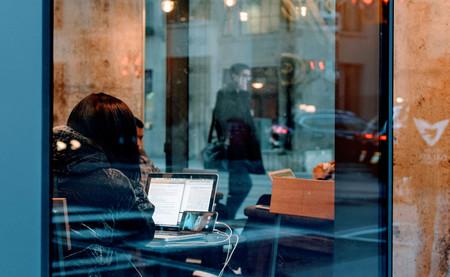 Los españoles de hoy pasamos 300 horas menos al año trabajando que hace cuatro décadas