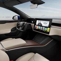 Deslizando un pequeño icono en la pantalla: así se cambia de marchas (por ahora) en el nuevo Tesla Model S