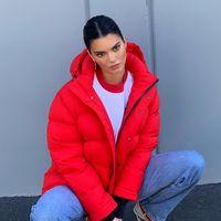 La obsesión de Kendall Jenner son los pantalones: cinco looks con los pantalones de moda de la temporada