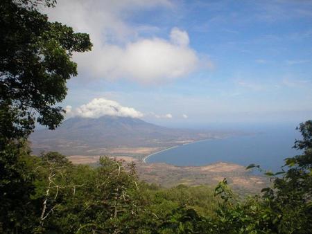 Ascensión al volcán Maderas en la isla de Ometepe, Nicaragua.