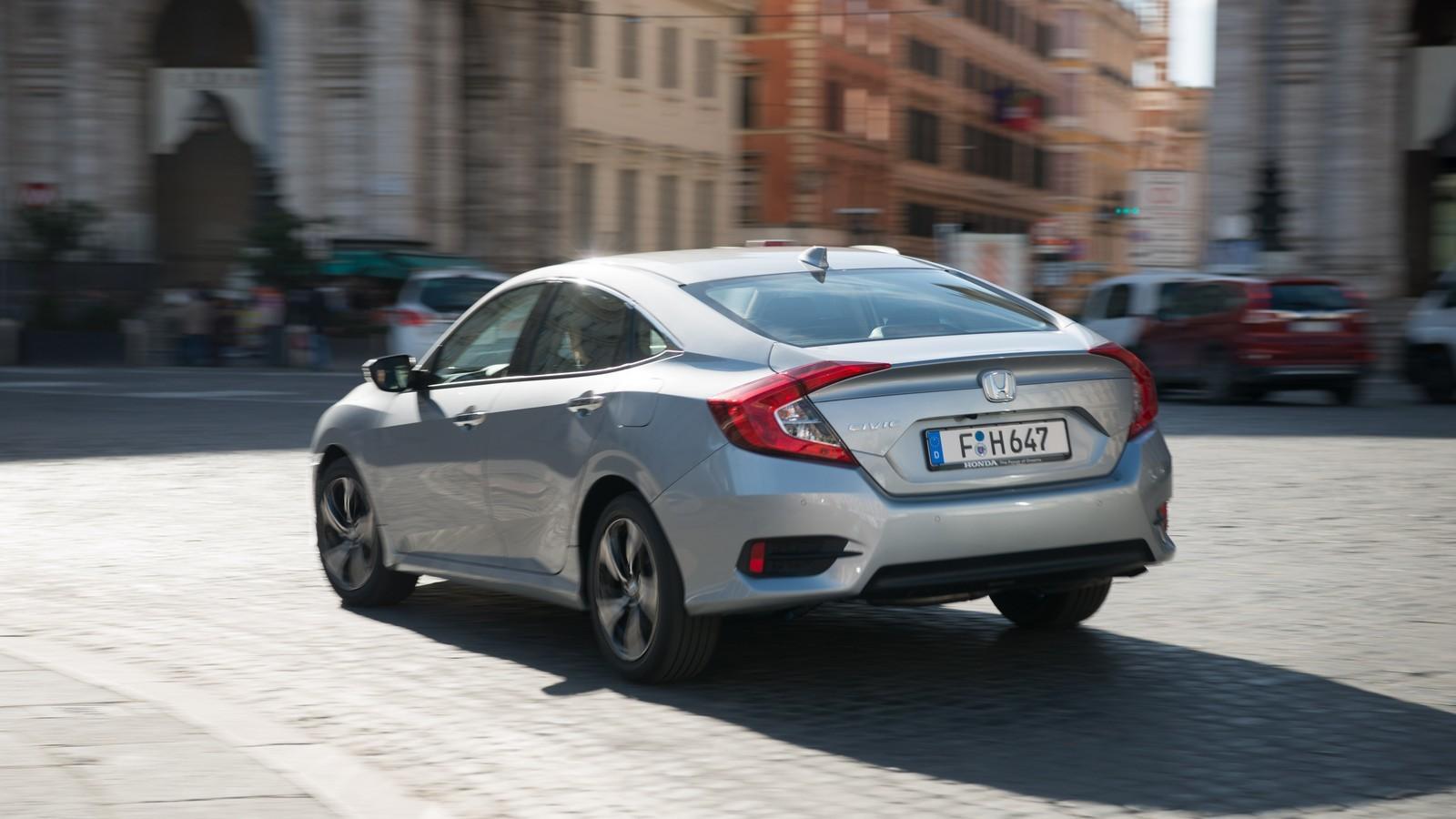 Foto de Honda Civic 4 puertas (19/37)