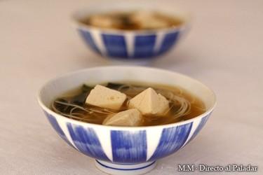 Sopa de miso con tofu y fideos de arroz. Receta