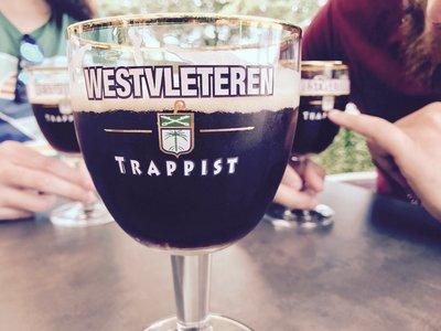 """El extraordinariamente complicado ritual para poder comprar (y beber) la """"mejor cerveza del mundo"""""""