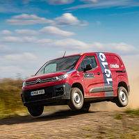 La Citroën Berlingo se calza las botas de rally para ser pilotada por Esapekka Lappi en este vídeo