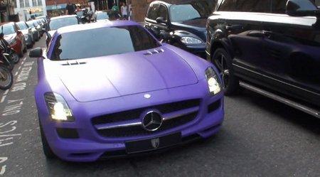 Dolorpasion™: púrpura mate en un Mercedes SLS AMG