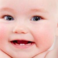 Poner paracetamol en las encías del bebé para aliviar el dolor por la salida de los dientes no tiene sentido