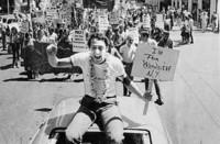 Bryan Singer y Gus Van Sant compiten con dos biografías del político asesinado por ser gay