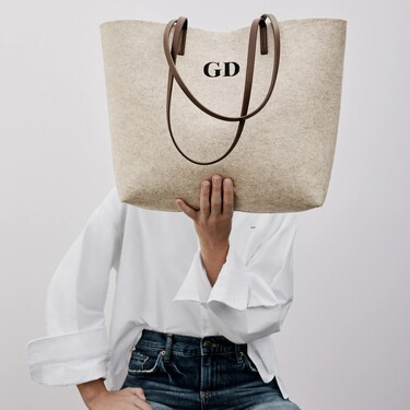 Este es el bolso personalizable de Zara que podría convertirse en el regalo (low-cost) estrella de estas Navidades 2020