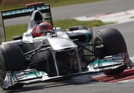 ¿Tiene Mercedes GP  un F-Duct en el alerón delantero?