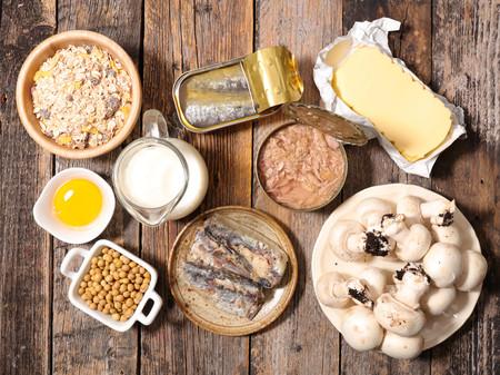 Los alimentos ricos en vitamina D que debemos comer más ahora que tomamos menos el sol (y 32 recetas para que brillen)