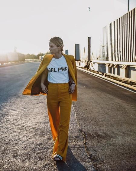 Las camisetas feministas triunfan en el street style