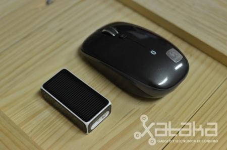 Logitech Cube frente a un ratón de verdad