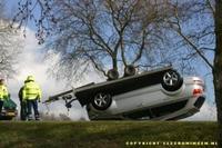Backflip fallido de remolque ligero con Audi Q7 encima