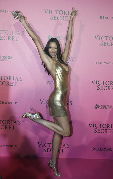 Victorias Secret Fiesta Posterior After Party Pink Carpet 2016 8