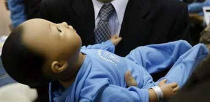 Un bebé robot para educar a los futuros padres