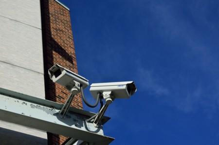 ¿Quieres conocer qué empresa de vigilancia trata con tu gobierno? Esta base de datos te lo dice