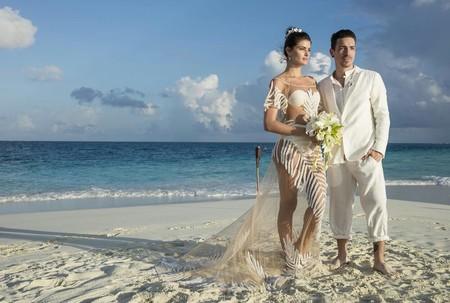 Se acerca San Valentín... Y suenan campanas de boda. He aquí los 11 vestidos de novia más raros vistos en el star system